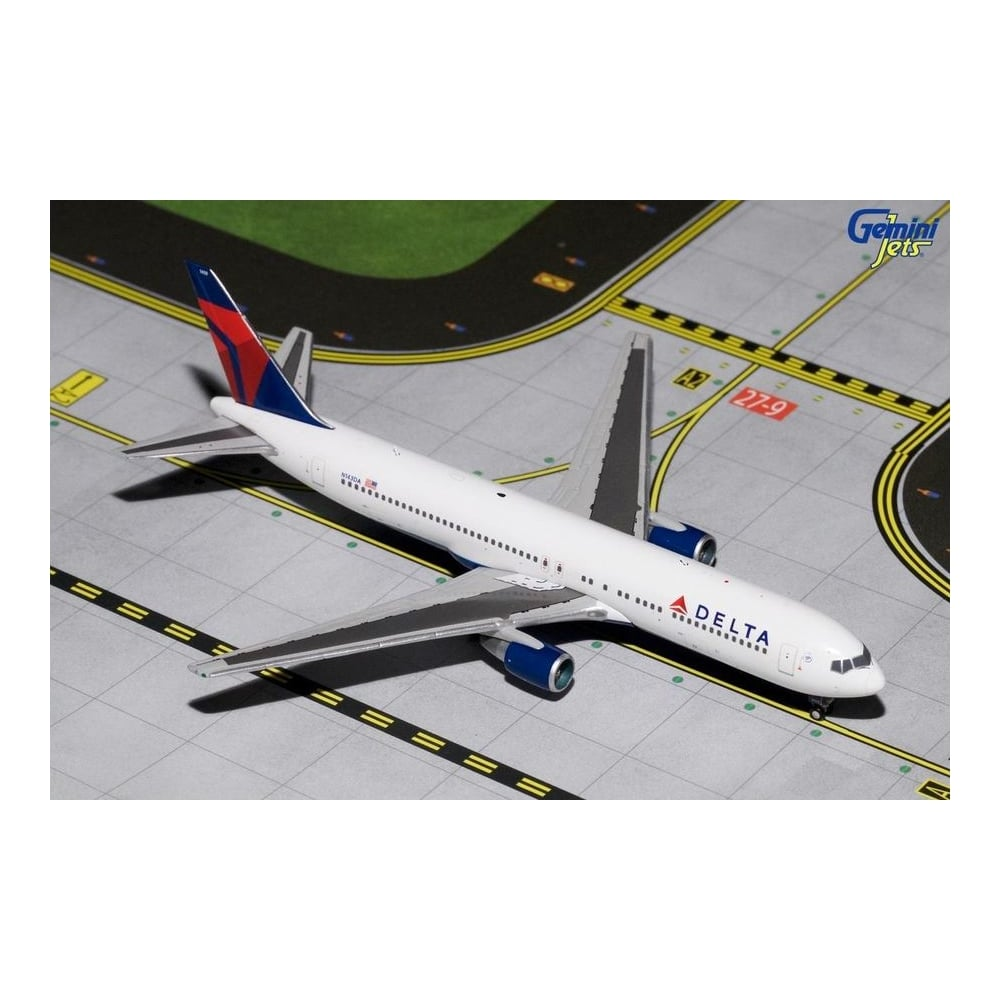 Delta Airlines Boeing 767-300 Diecast Model - Scale 1:400