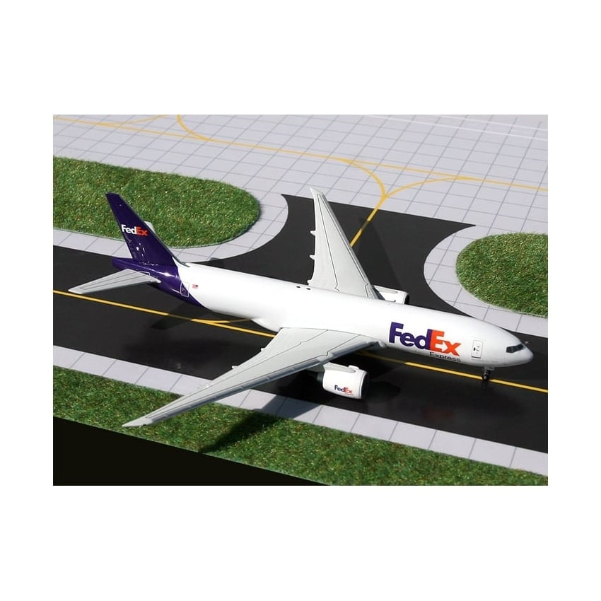 Fed-Ex Boeing 777F with Stand Diecast Model - Scale 1:400