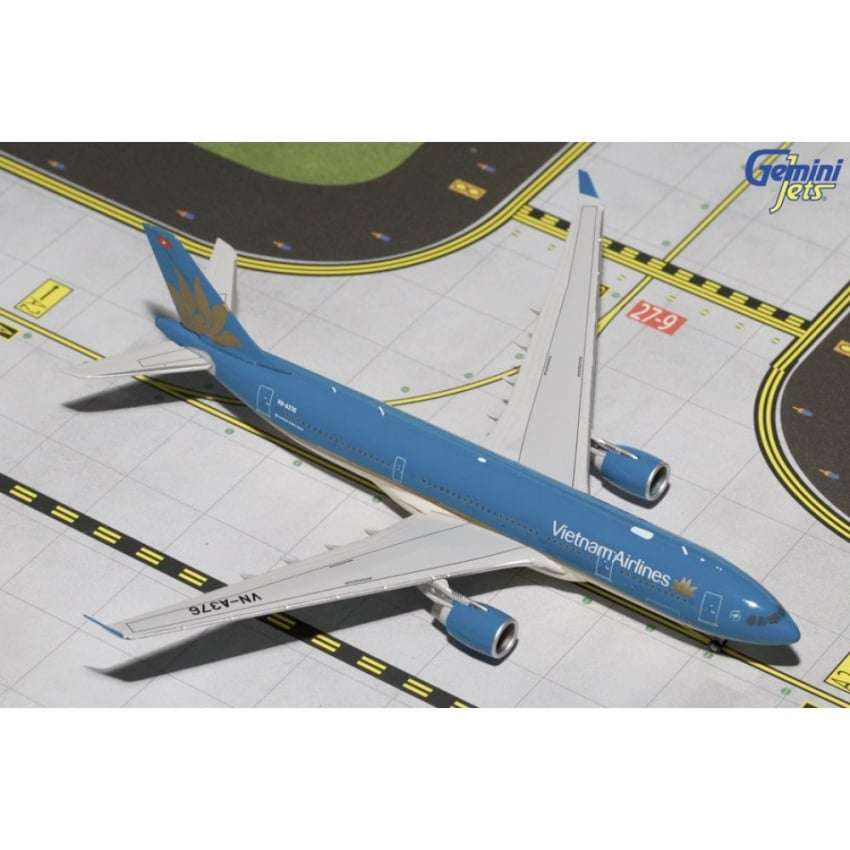 Vietnam Airlines A330-200 Diecast Model - Scale 1:400